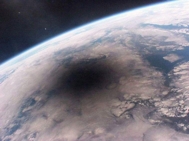 Так затмение выглядит из Космоса